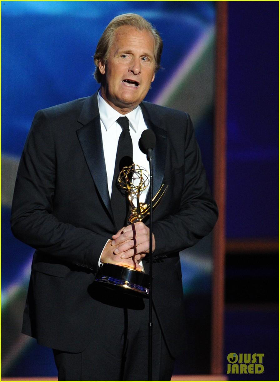 jeff daniels wins first major award at emmys 2013 152958395