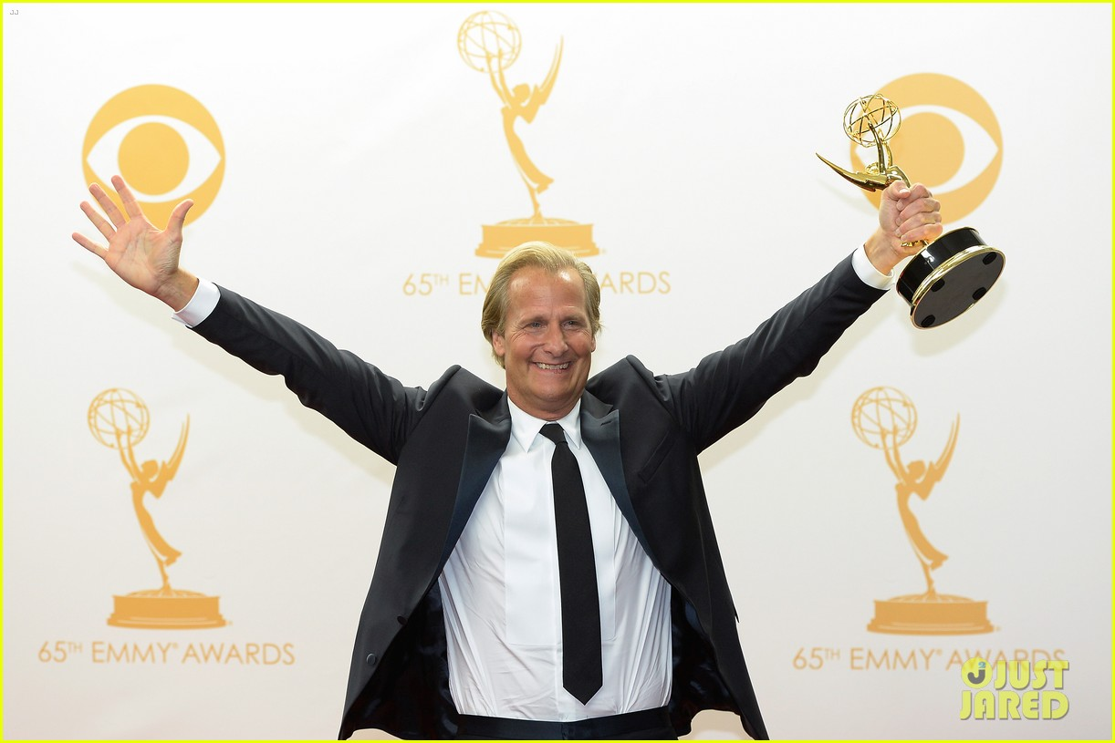 jeff daniels wins first major award at emmys 2013 19