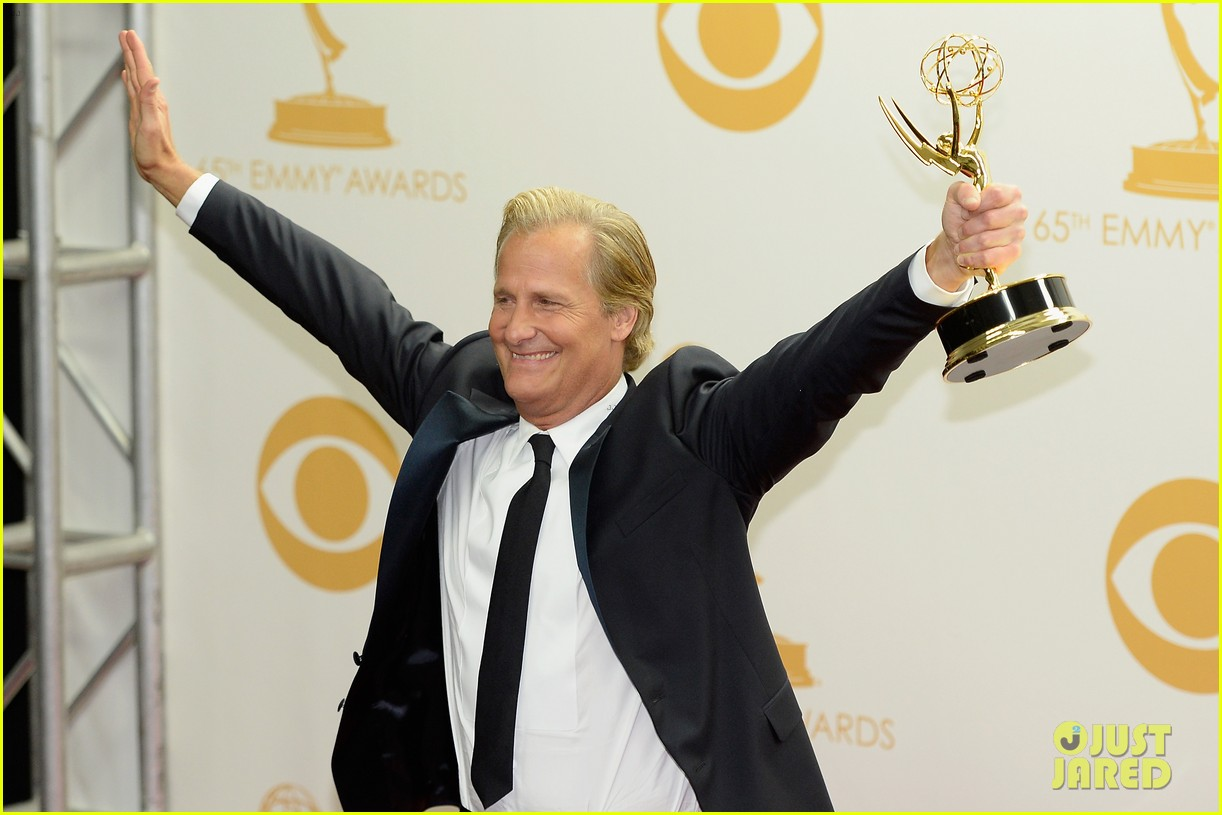 jeff daniels wins first major award at emmys 2013 20