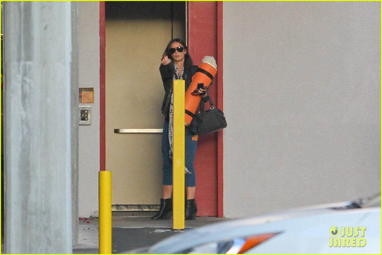 demi moore continues yoga practice in los angeles 032959205