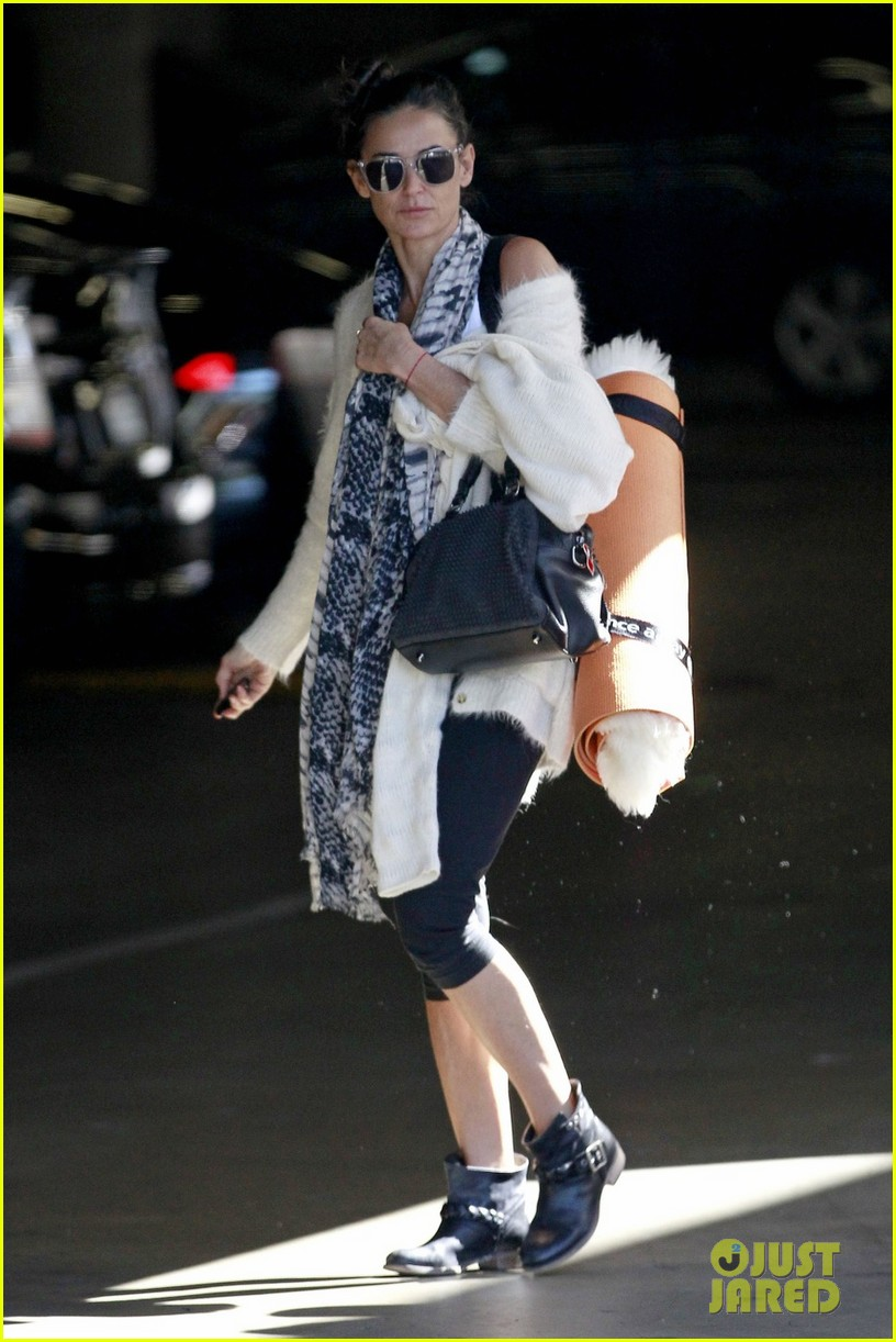 demi moore continues yoga practice in los angeles 052959207