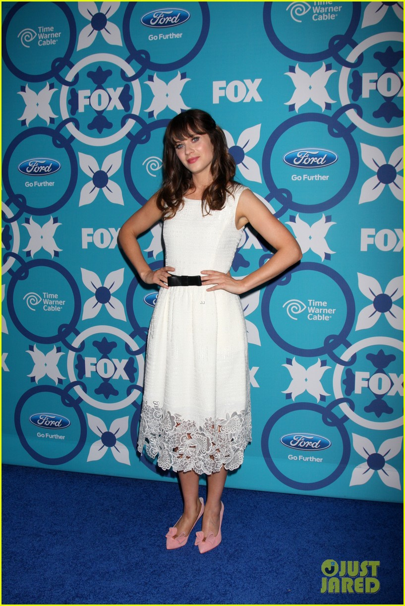 zooey deschanel mindy kaling fox fall eco casino party 212949238