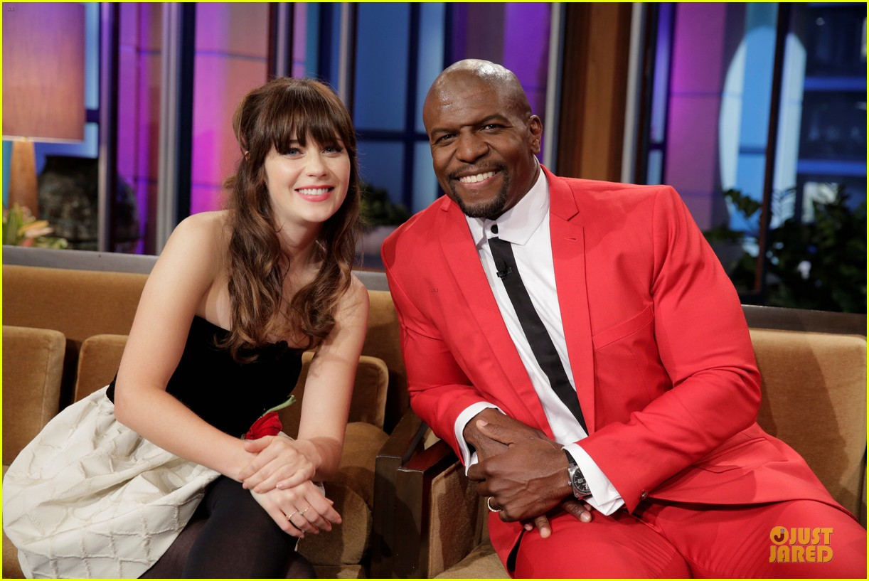 zooey deschanel talks haunted apartment on leno 022951786