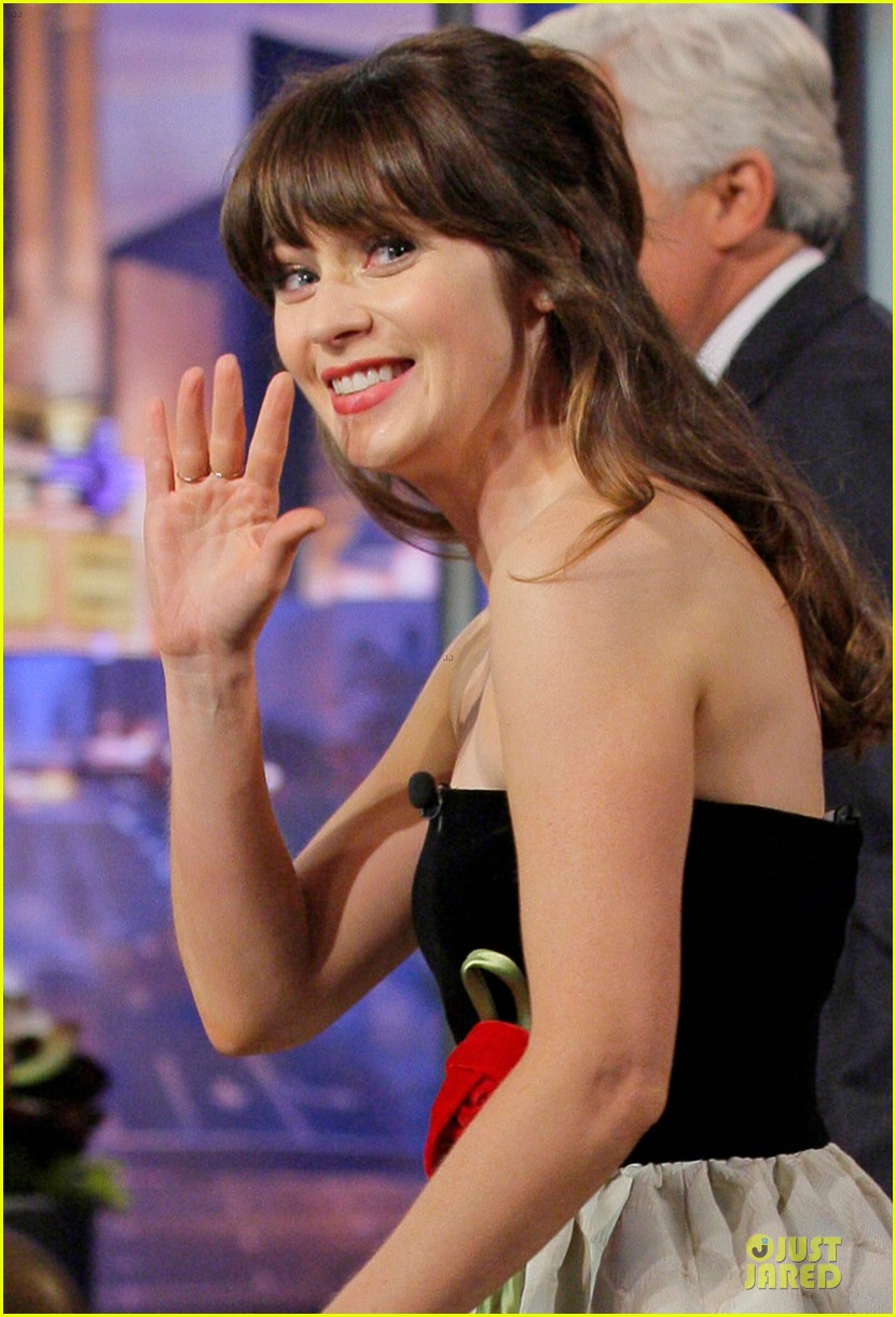 zooey deschanel talks haunted apartment on leno 04