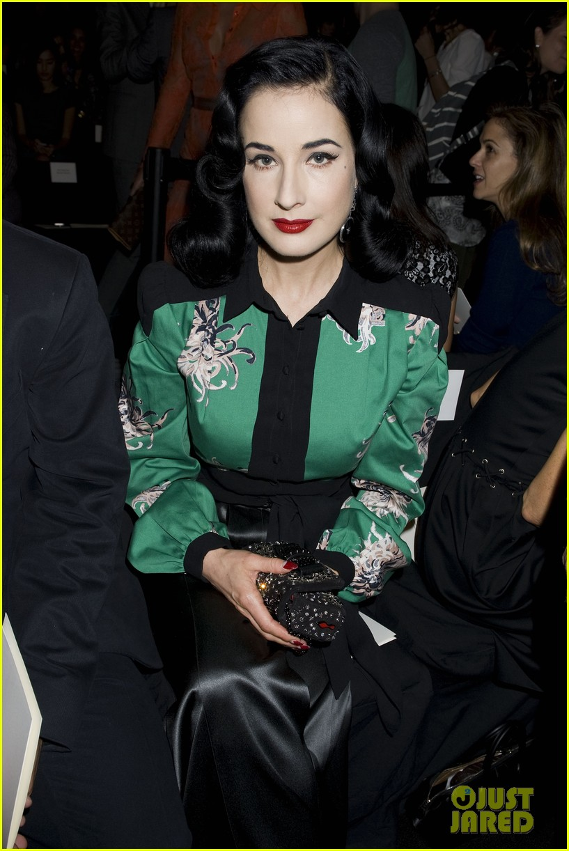 michelle dockery carolina herrera show 23