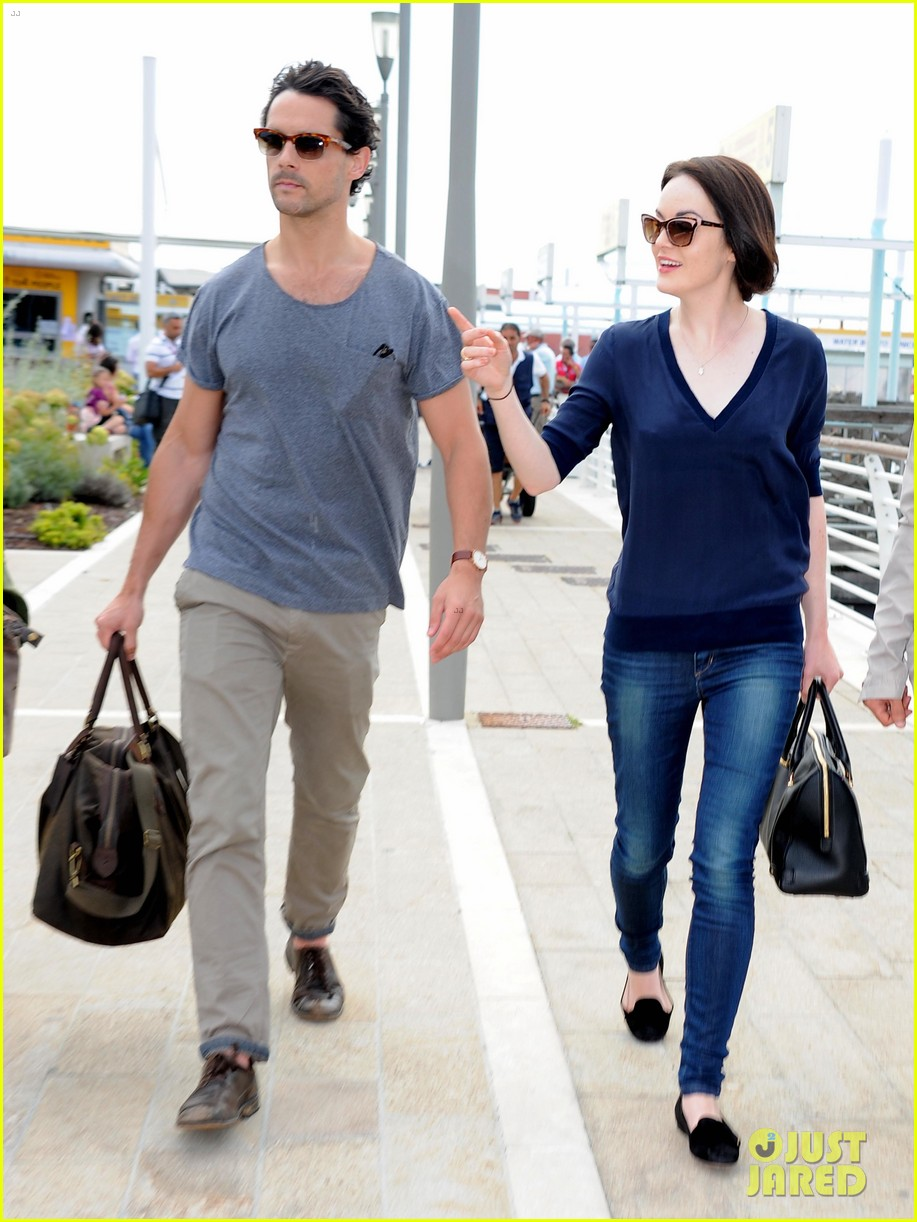 michelle dockery new boyfriend hold hands at venice airport 012941763