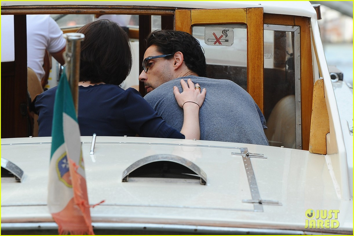 michelle dockery new boyfriend hold hands at venice airport 182941780
