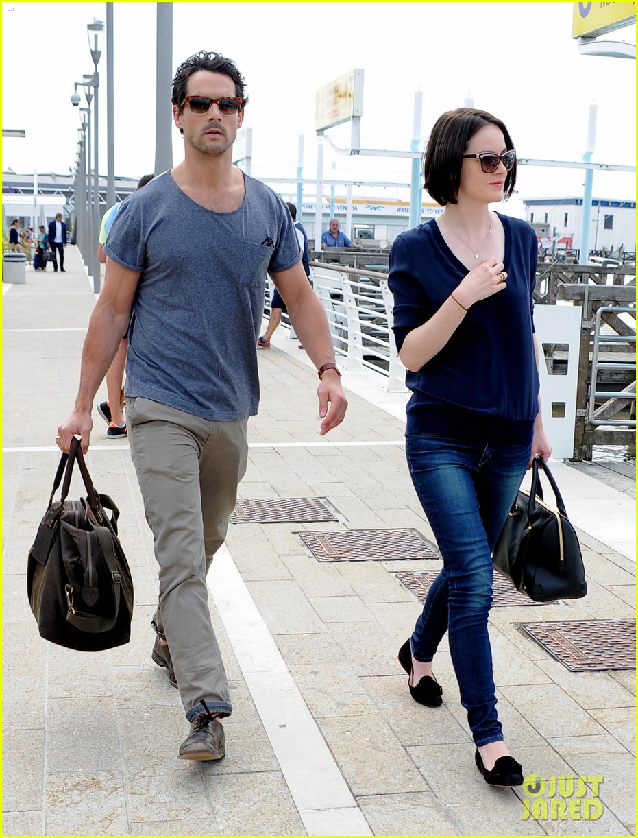 michelle dockery new boyfriend hold hands at venice airport 272941789