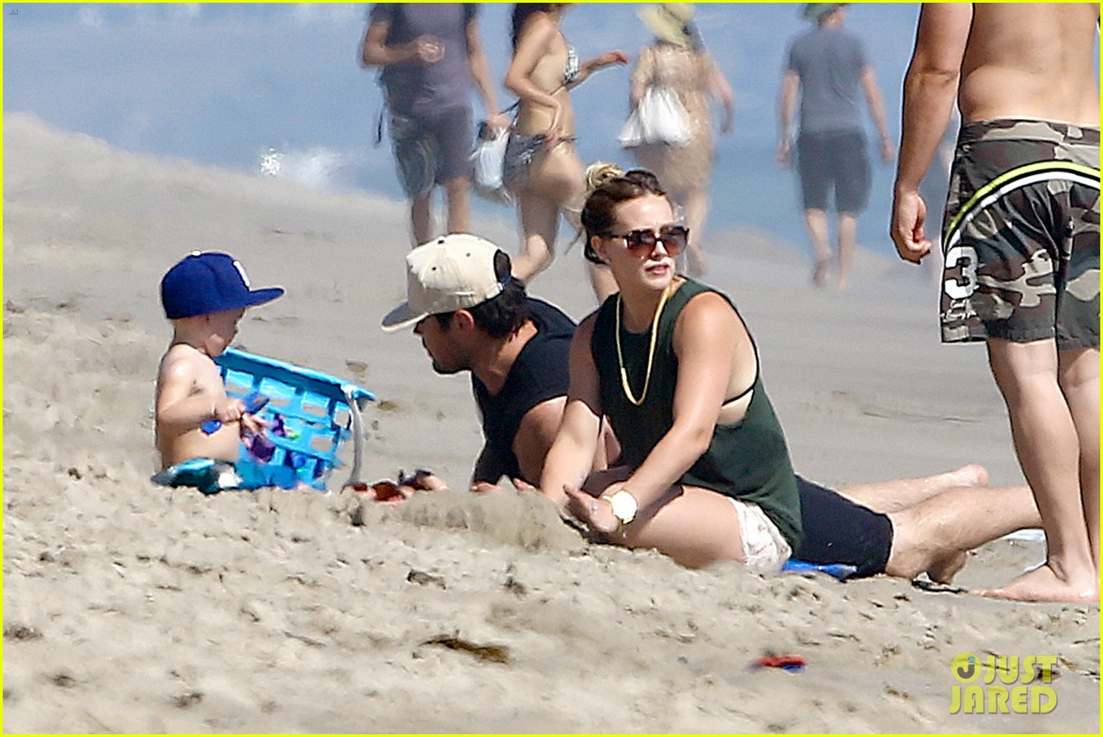 hilary duff mike comrie malibu beach with luca 052943508