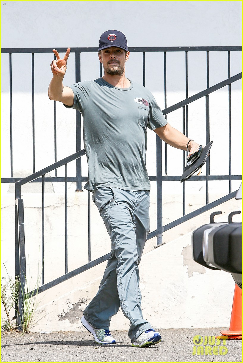 josh duhamel embraces new meaning of dilf 072949501