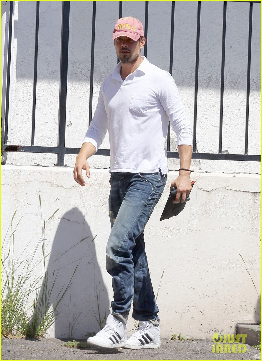 josh duhamel embraces new meaning of dilf 102949504