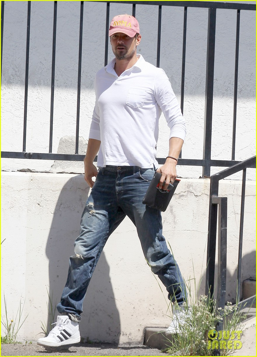 josh duhamel embraces new meaning of dilf 142949508