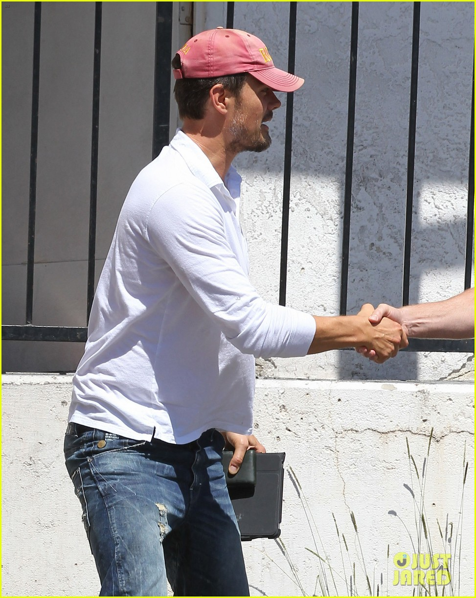 josh duhamel embraces new meaning of dilf 152949509