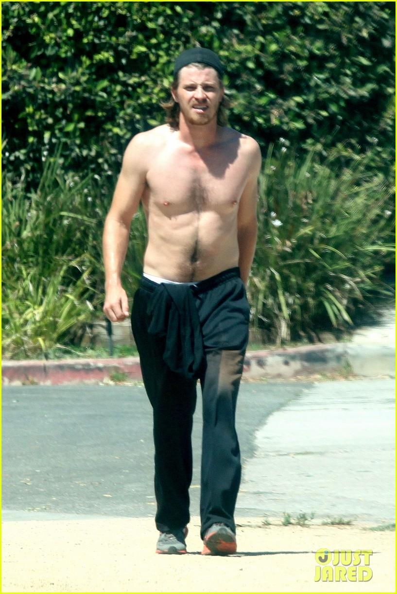 garrett hedlund goes shirtless for run kirsten dunst shops 052941954