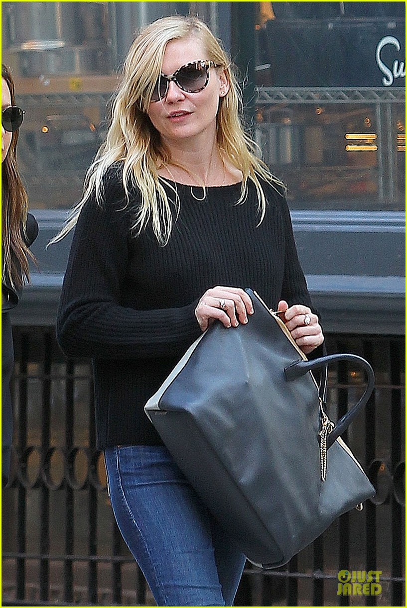 kirsten dunst shops for new sunglasses in nyc 022962077