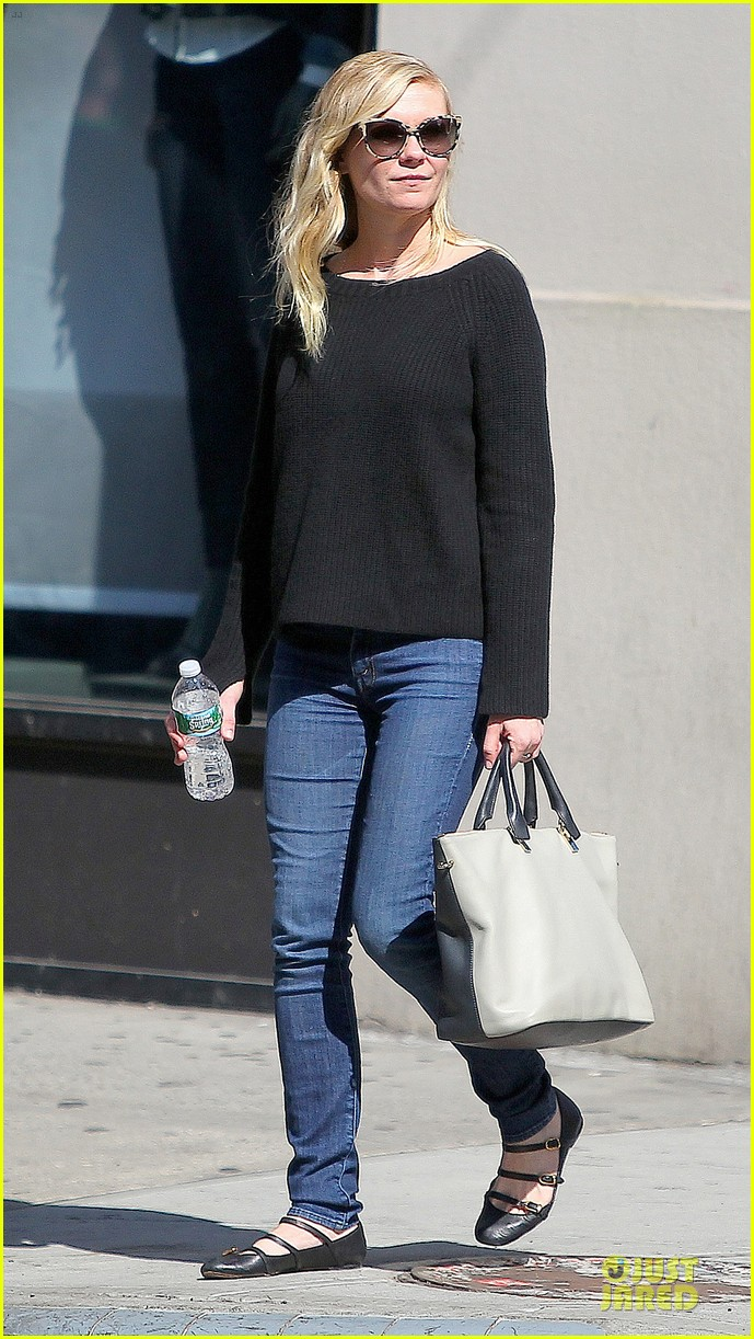 kirsten dunst shops for new sunglasses in nyc 05