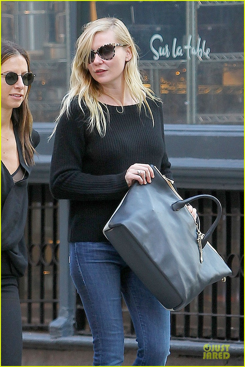 kirsten dunst shops for new sunglasses in nyc 092962084