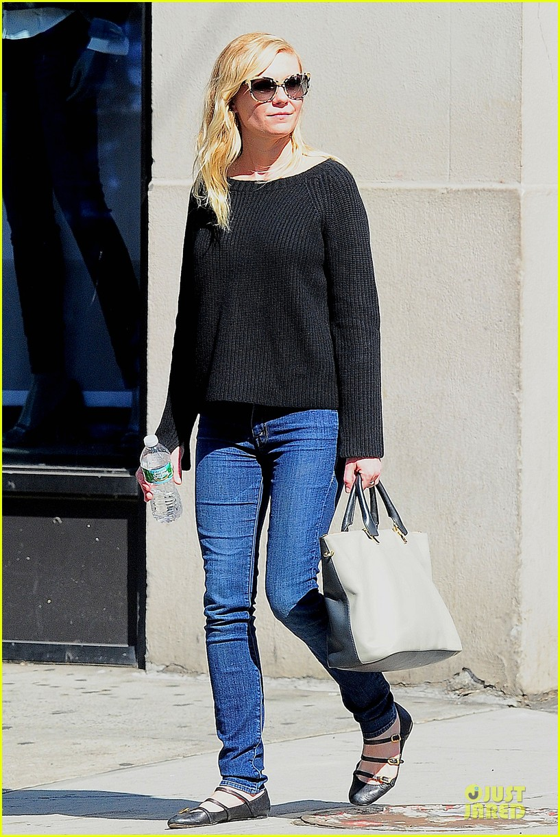 kirsten dunst shops for new sunglasses in nyc 122962087