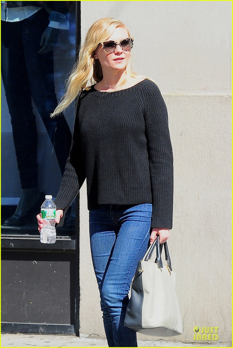 kirsten dunst shops for new sunglasses in nyc 132962088