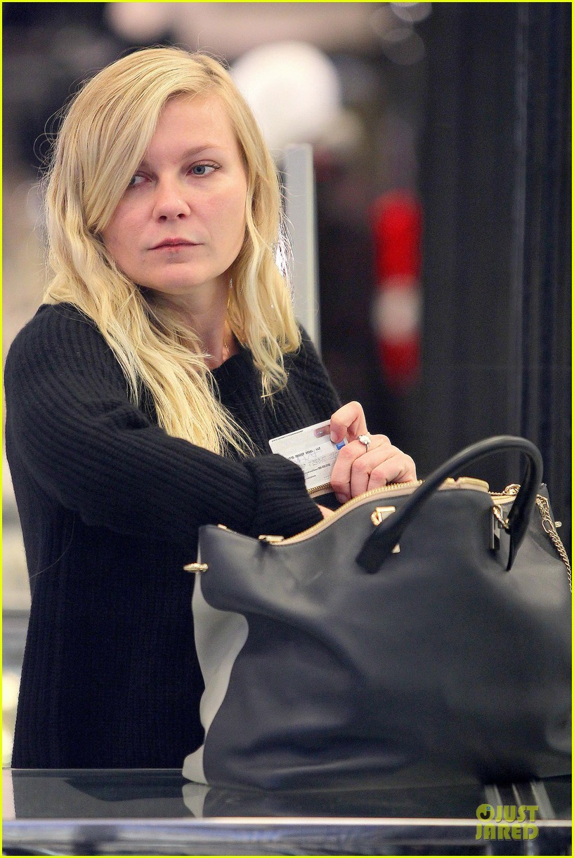 kirsten dunst shops for new sunglasses in nyc 142962089