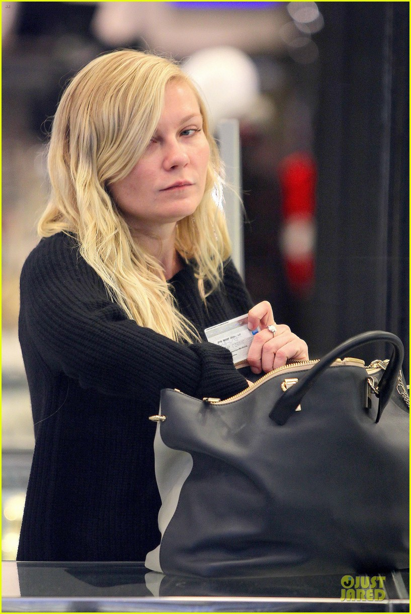 kirsten dunst shops for new sunglasses in nyc 152962090