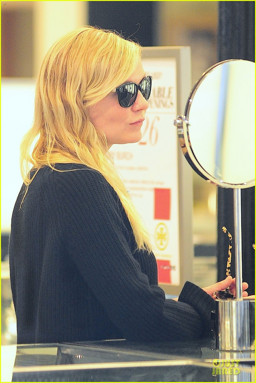 kirsten dunst shops for new sunglasses in nyc 192962094
