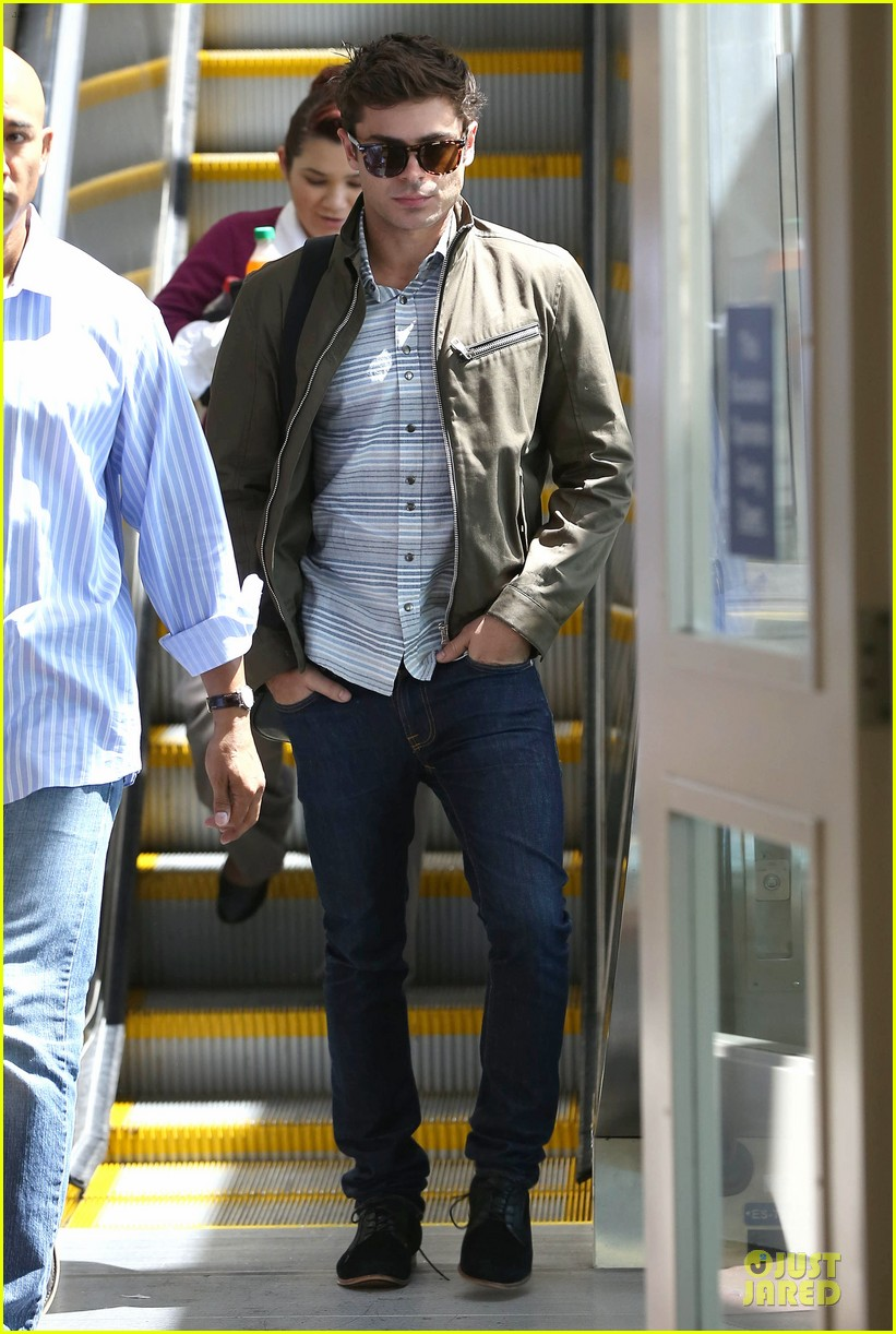 zac efron tom welling lax arrival after toronto film festival 012946128