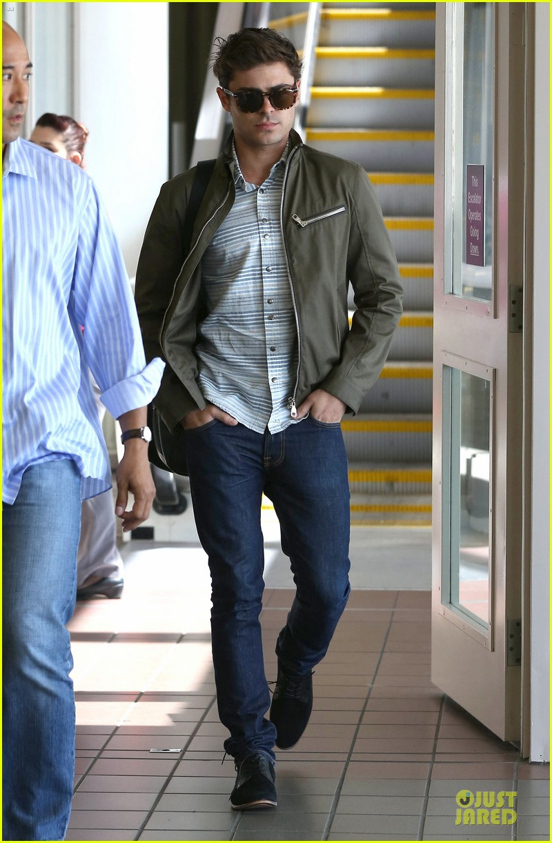 zac efron tom welling lax arrival after toronto film festival 032946130