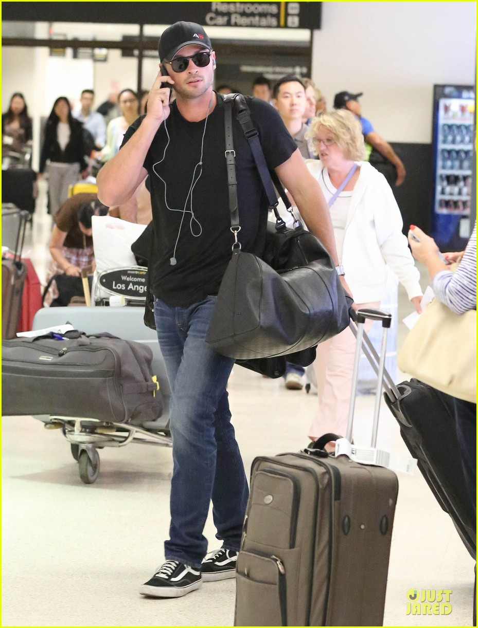 zac efron tom welling lax arrival after toronto film festival 052946132