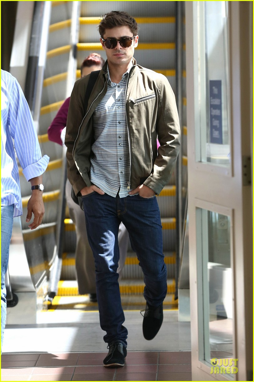 zac efron tom welling lax arrival after toronto film festival 092946136
