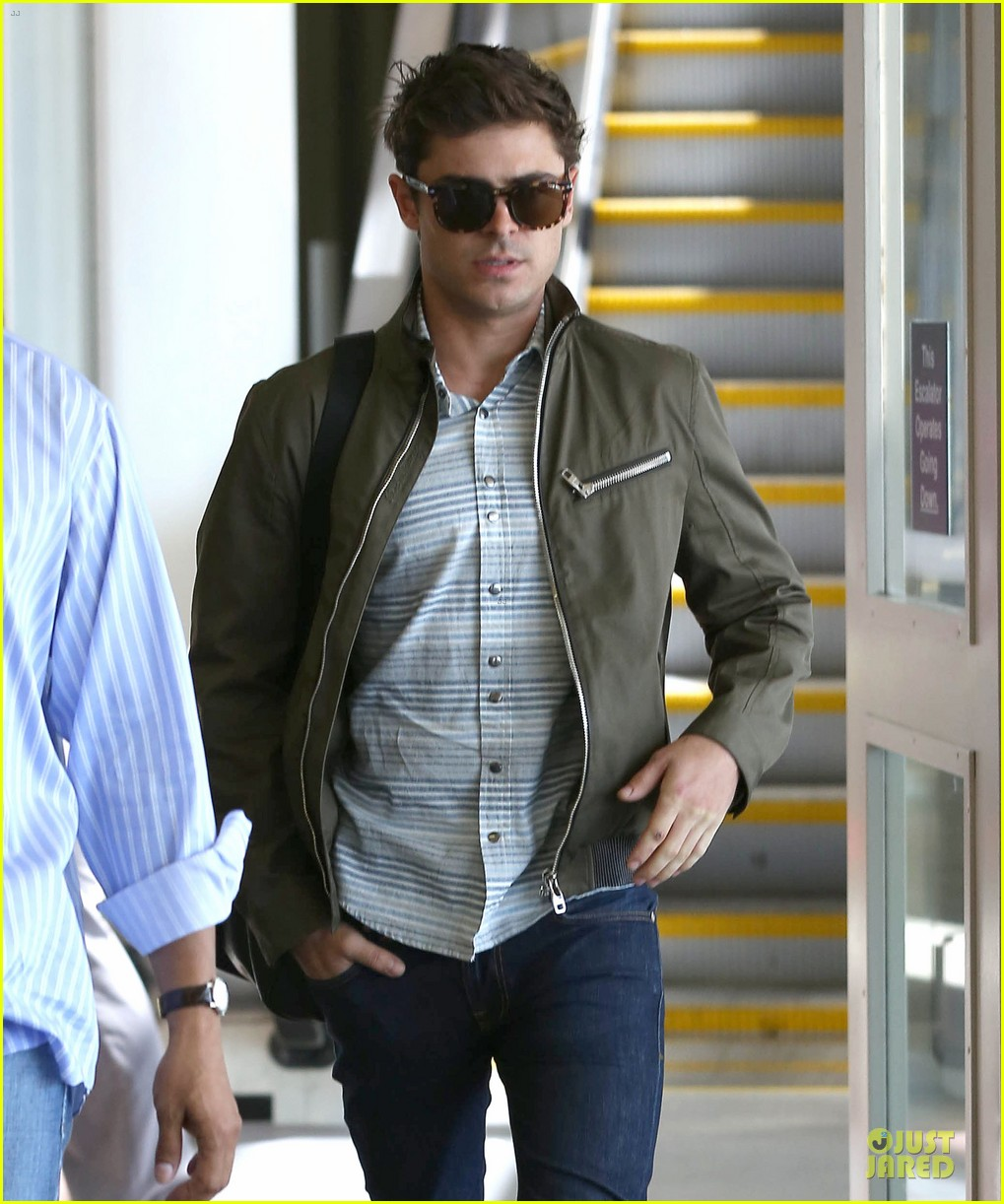 zac efron tom welling lax arrival after toronto film festival 102946137