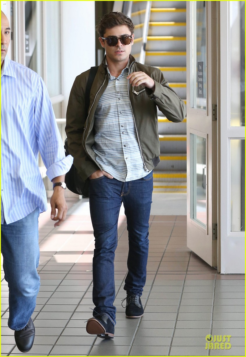 zac efron tom welling lax arrival after toronto film festival 112946138