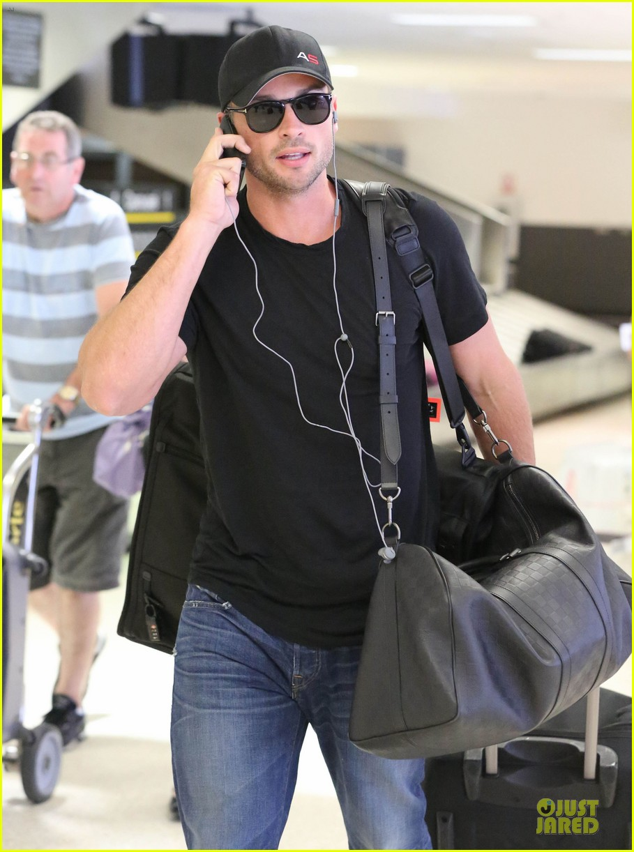 zac efron tom welling lax arrival after toronto film festival 132946140