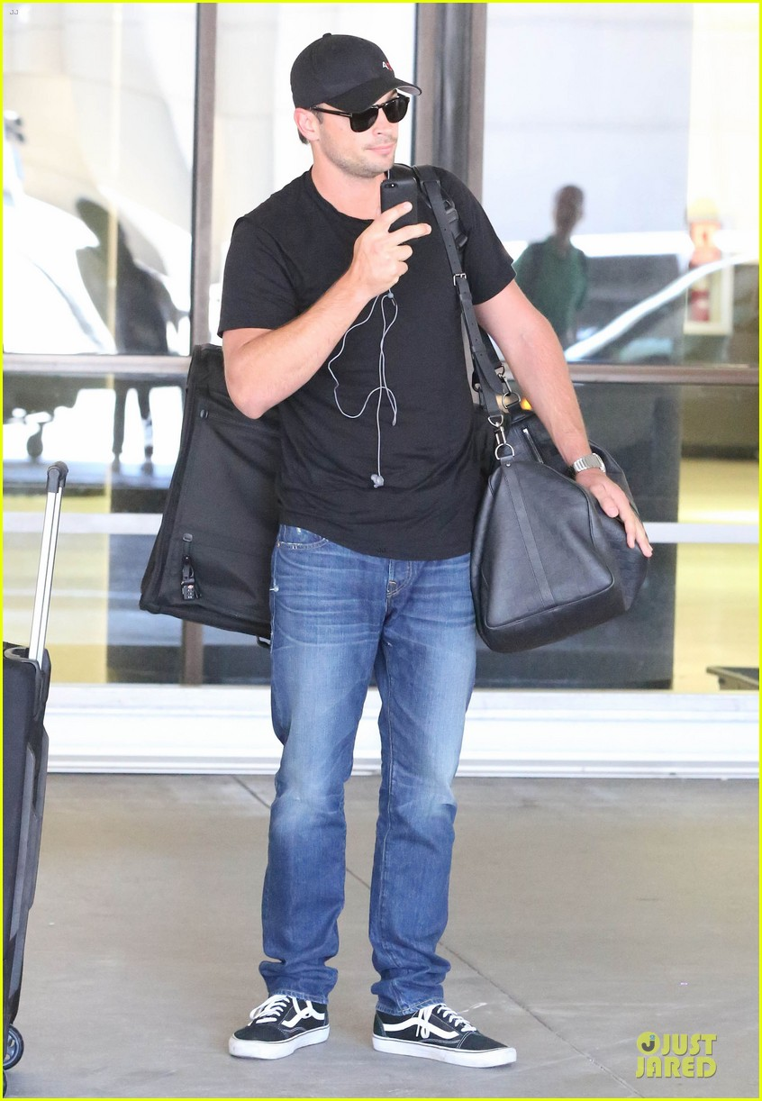 zac efron tom welling lax arrival after toronto film festival 172946144