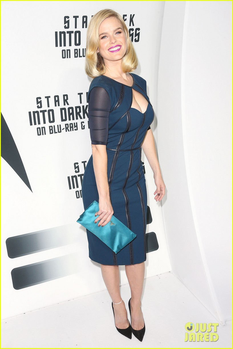 alice eve emile hirsch star trek into darkness dvd release party 122950090