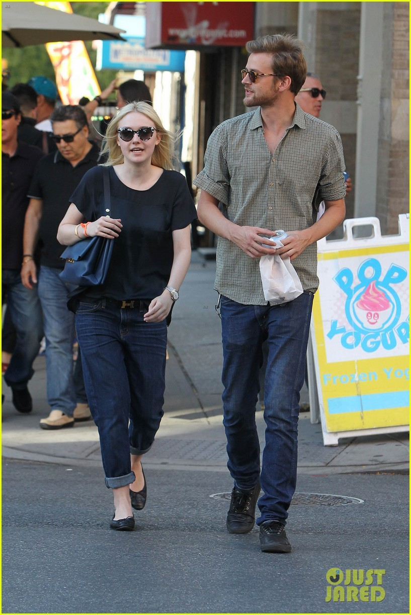 dakota fanning jamie strachan hold hands in new york 172943961
