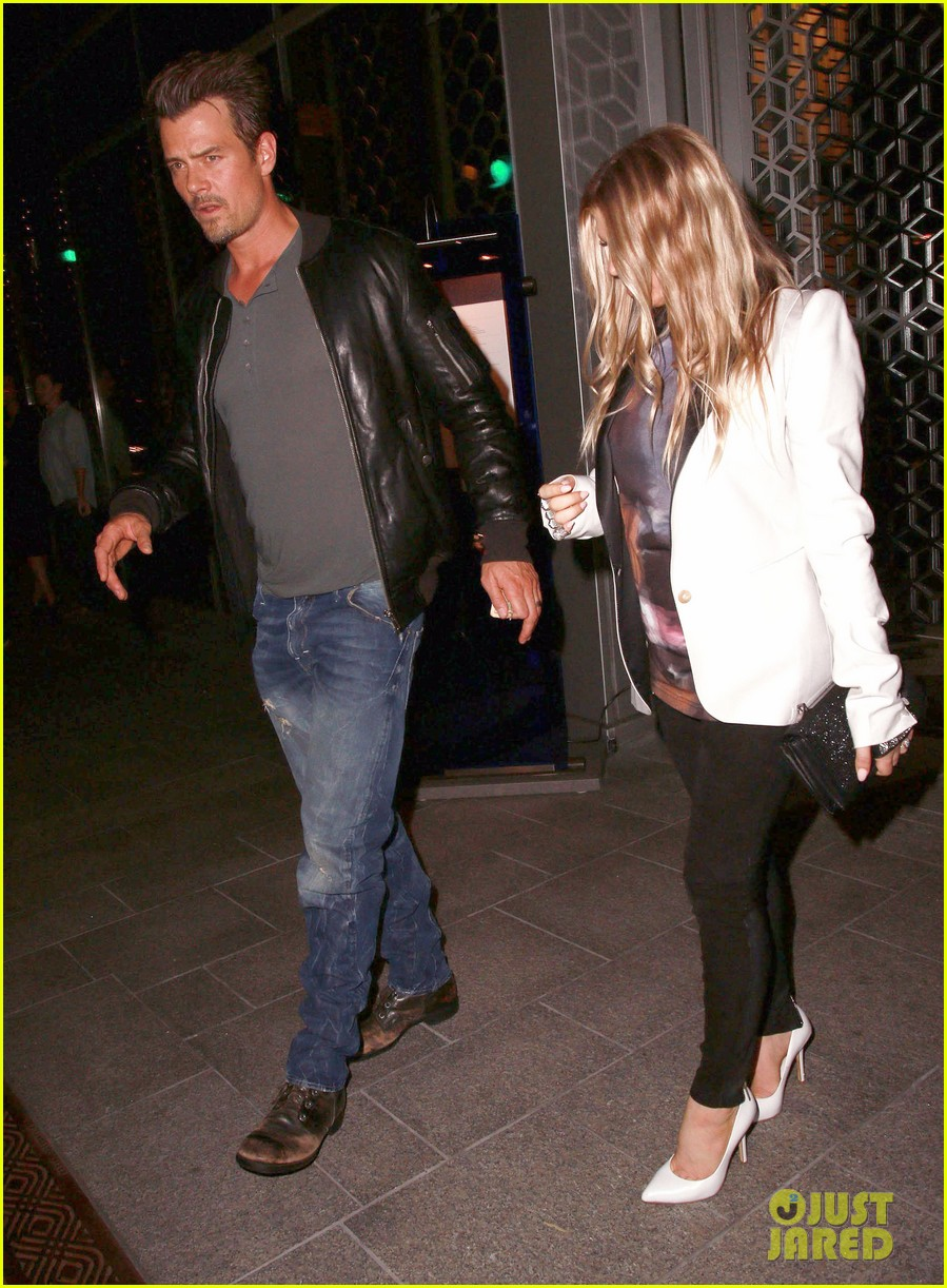 fergie debuts post baby boy at dinner with josh duhamel 12