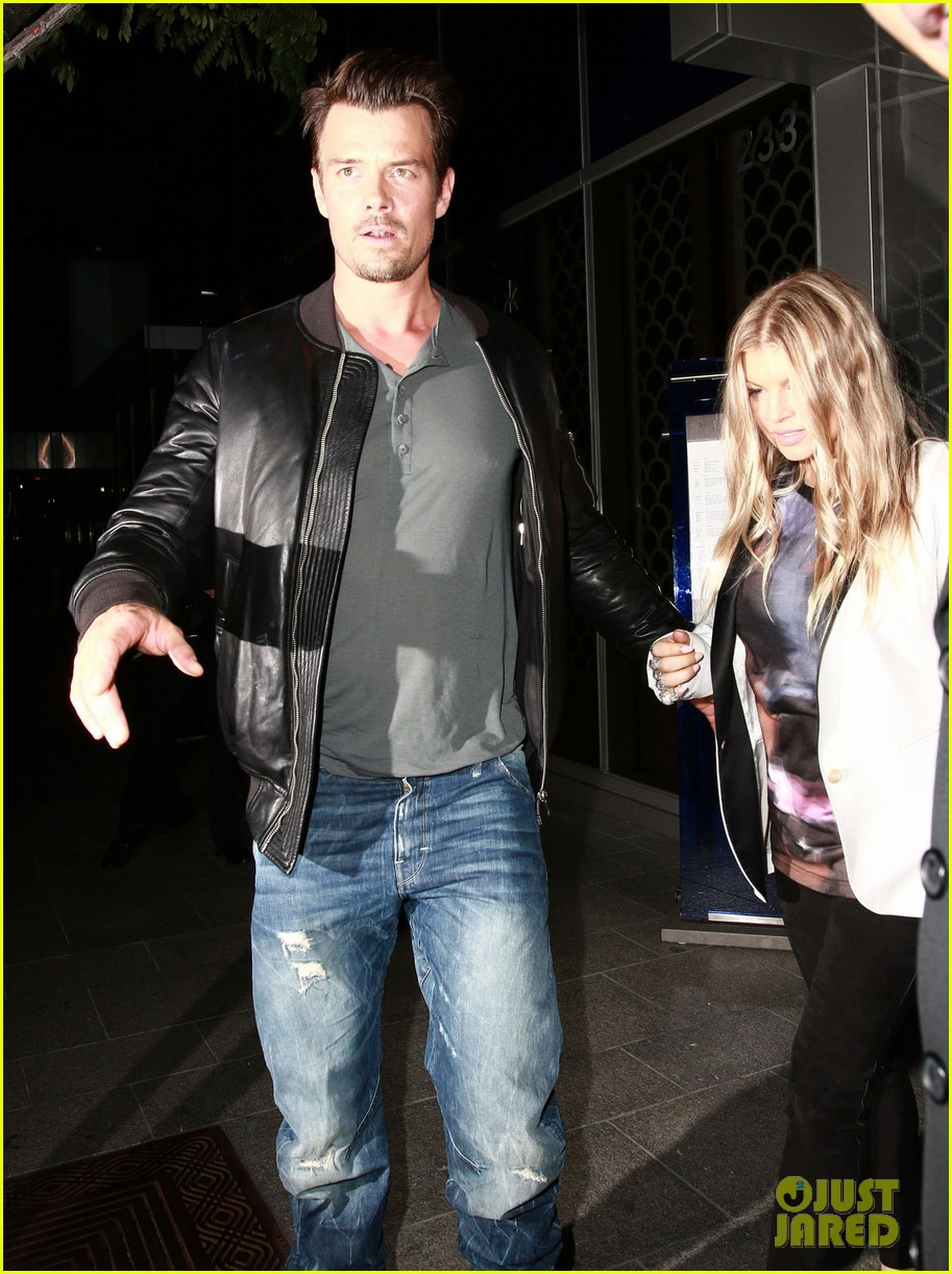 fergie debuts post baby boy at dinner with josh duhamel 14