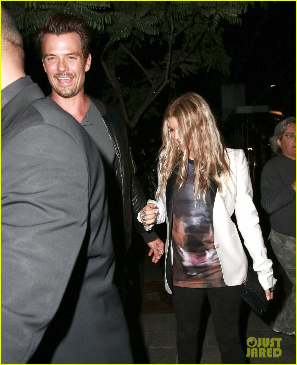 fergie debuts post baby boy at dinner with josh duhamel 18