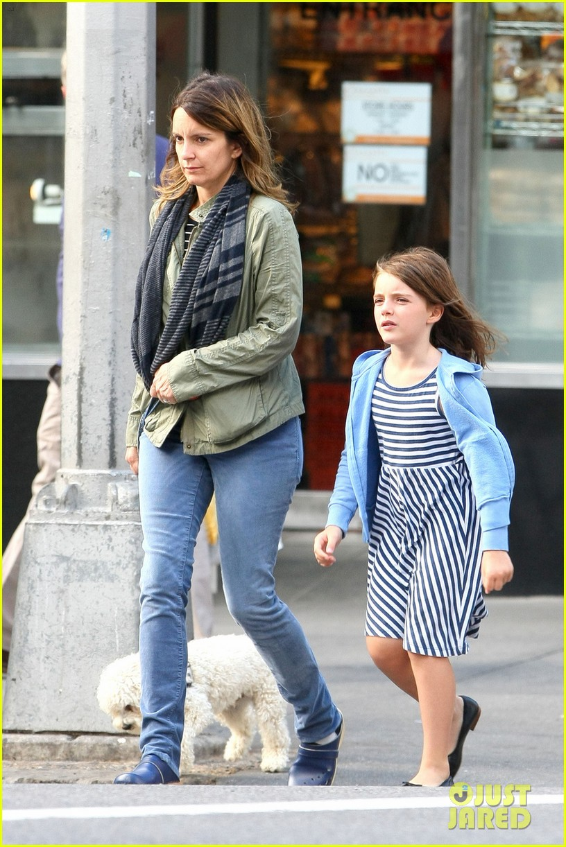 tina fey steps out with daughter alice after snl episode 012963321