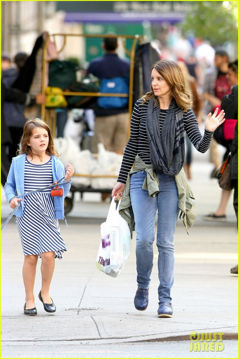 tina fey steps out with daughter alice after snl episode 04