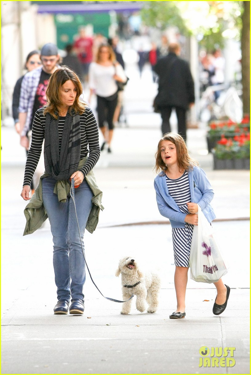 tina fey steps out with daughter alice after snl episode 072963327