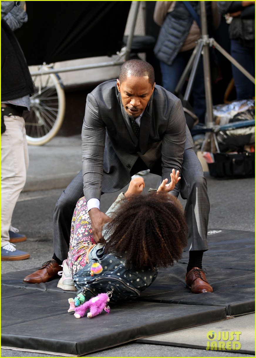 quvenzhane wallis jamie foxx film annie in new york 09