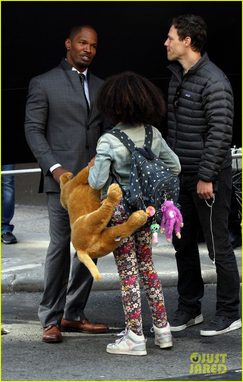 quvenzhane wallis jamie foxx film annie in new york 112960225
