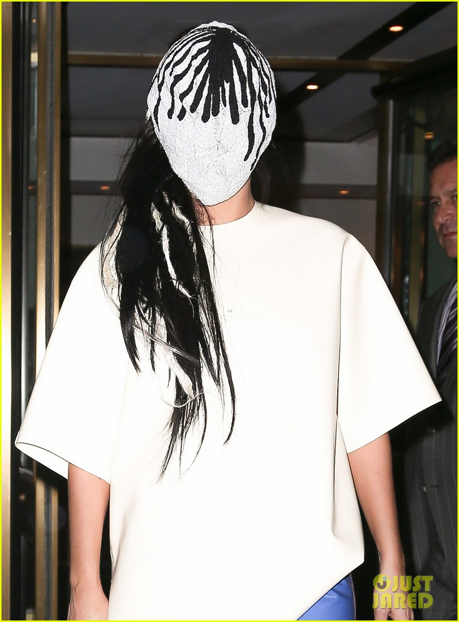 lady gaga wears full face mask while leaving apartment 042946595