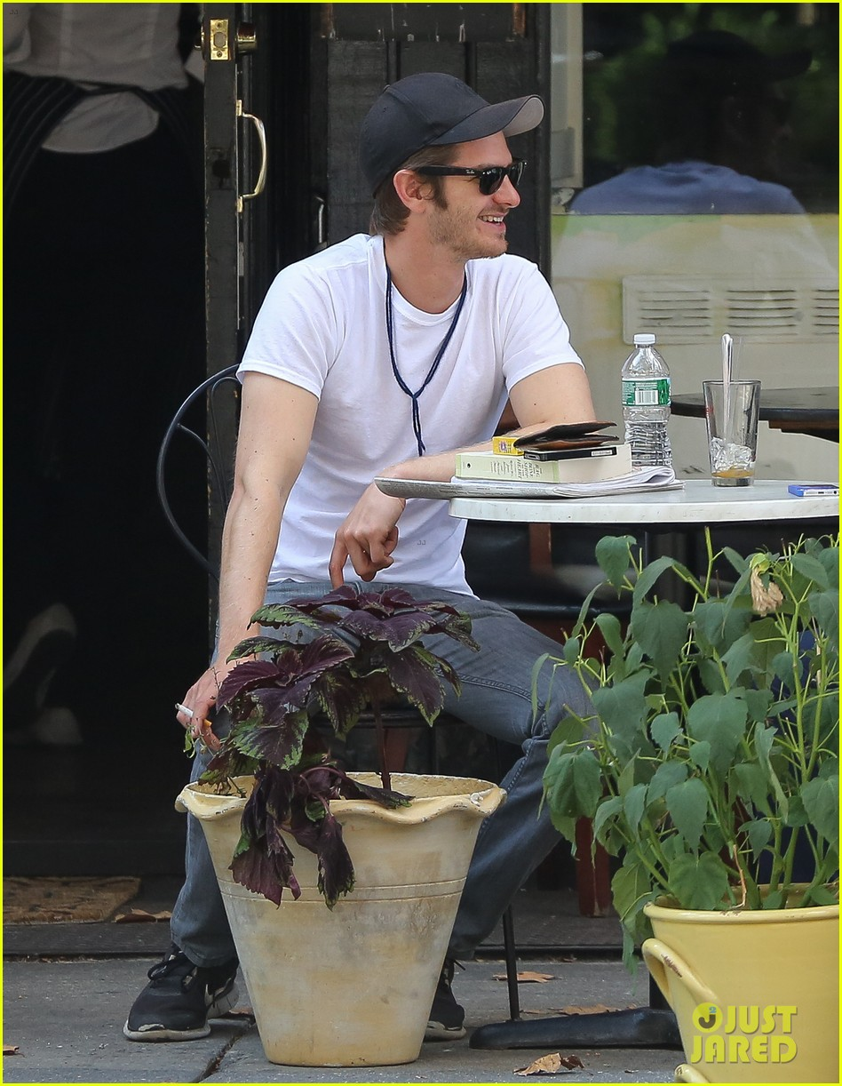 andrew garfield attended friends wedding with emma stone 01