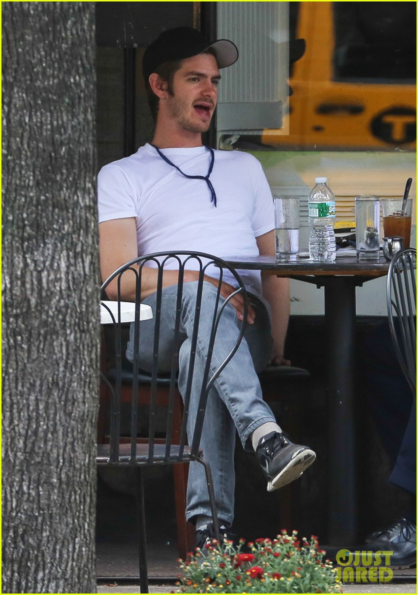 andrew garfield attended friends wedding with emma stone 042944366