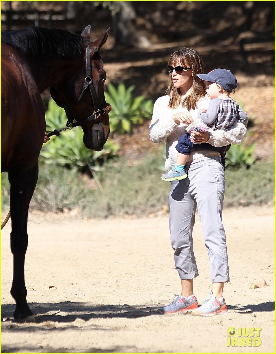 jennifer garner brings samuel to meet a horse 182953580