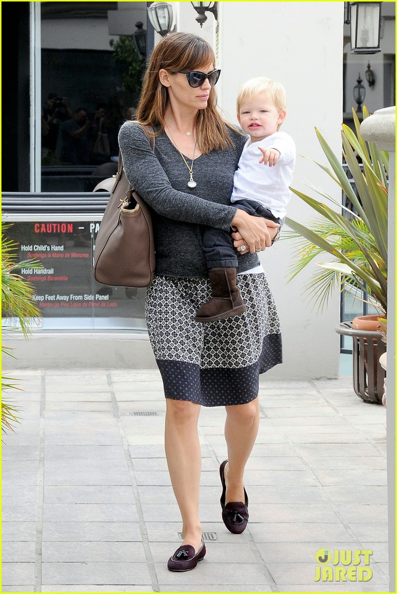jennifer garner mommy errands with the kids 022960384