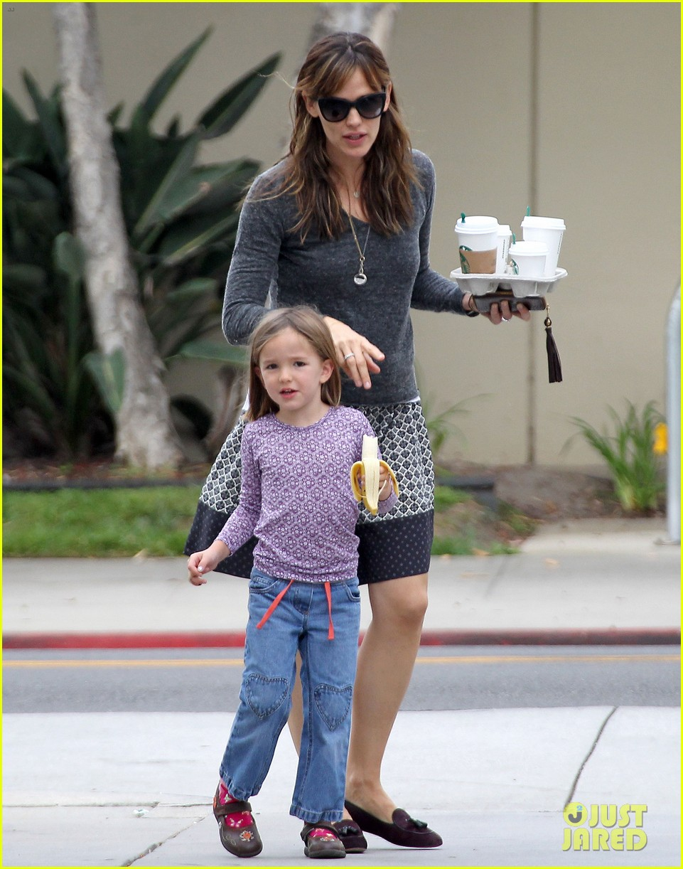 jennifer garner mommy errands with the kids 06